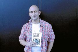 Carlos Meneses Nebot rinde «pleitesía» a Amy Winehouse con un libro de relatos