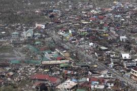 Filipinas estima en más de 10.000 los muertos tras el paso del tifón Haiyan