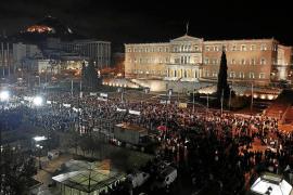 Miles de griegos se manifiestan contra el Gobierno de Samarás