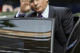 Lágrimas por Garzón en su salida de la Audiencia Nacional