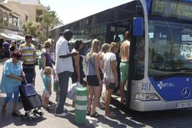 Los hoteleros exigen que mejore el transporte público en las zonas turísticas y en el aeropuerto