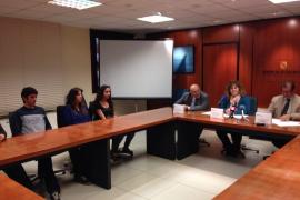 Govern y UIB entregan ocho becas de alojamiento a universitarios de Mallorca y Menorca