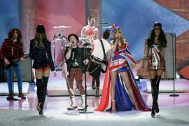 Los ángeles de Victoria's Secret despliegan sus alas en Nueva York al ritmo de Taylor Swift
