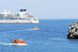 Los pescadores de Sóller alertan sobre el impacto del fondeo de cruceros turísticos