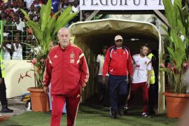 España pasea la estrella por Guinea en un amistoso manchado por la política