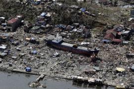 La ayuda llega de forma desigual a los supervivientes del tifón en Filipinas