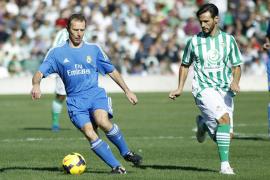 Veteranos del Real Madrid se imponen a los del Betis en un partido benéfico