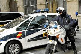 Dos detenidas por robar a personas mayores dándoles abrazos o dejándose tocar los pechos