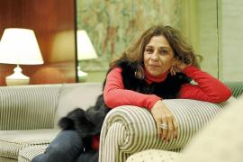 «Una mujer con la menopausia deja de procrear, pero no de ser mujer»