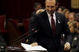 Bauzá dice que no le doblegarán  y la oposición le acusa de llevar dos años de espaldas a la realidad