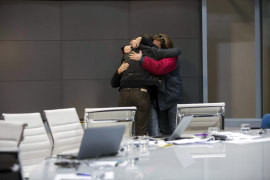 Los periodistas plantan al vicepresidente en protesta por el cierre de Canal 9