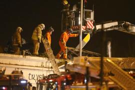 Ocho muertos por la caída de un helicóptero policial sobre un pub de Glasgow