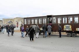 Viaje en el Wine Express a los 'cellers' del pueblo