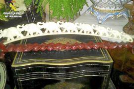 La Guardia Civil interviene antigüedades de marfil tras registrar una tienda de Palma