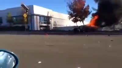 Un vídeo muestra el coche en el que murió el actor Paul Walker envuelto en llamas