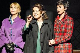 Las 'hermanas' María Pujalte, Amparo Larrañaga y Marina San José, en Palma por Navidad