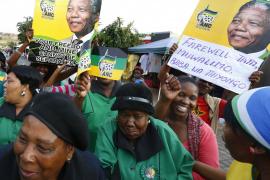 Sudáfrica rinde alegres homenajes a Mandela