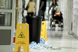 Personal de mantenimiento denuncia irregularidades en contratos de Son Espases