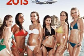 Un juzgado declara ilícita la campaña de Ryanair que usó azafatas en bikini