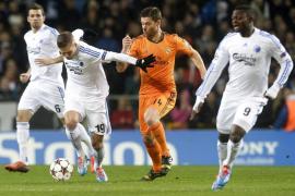 El Madrid acaba con la racha del Copenhague en casa (0-2)