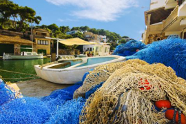 redes y barcas de pesca en Cala Figuera de Santanyí