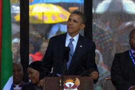 El intérprete para sordos del funeral de Mandela se inventó los signos