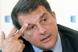 Laporta dice que «no puede adelantar nada» sobre Villa y Cesc