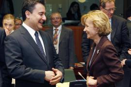 El Gobierno revisa a la baja la previsión de crecimiento de la economía española para 2011