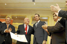 Palma local jornadas economistas medalla a Abel Matutes fotos Teresa