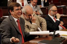 Todos los grupos parlamentarios apoyan una bajada en el sueldo de los diputados