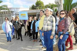 SANT JOSEP. CONFLICTOS LABORALES. Protesta de los trabajadores del Club Delfín por un ERE temporal