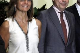 Un juzgado imputa a la esposa del presidente de Madrid por blanqueo