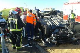 Una pareja, herida grave al estrellarse con su coche contra una rotonda de la autovía de Manacor