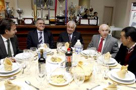 Cerdà y Serra Ferrer, en la misma mesa pero sin cruzar palabra