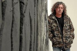 Guillem Nadal aborda la «teoría del caos» con obras en «blanco y negro»