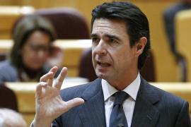 Las eléctricas arremeten contra Soria y tildan de 'fracaso' su reforma