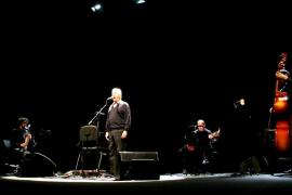 El canto insurgente y nostálgico de Raimon llena el Auditòrium