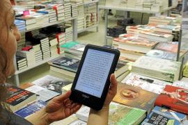 Los lectores aún prefieren el «calor» del papel al eBook, que gana adeptos