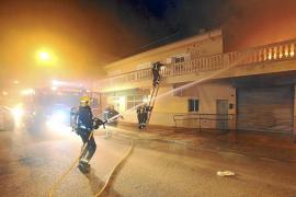 Un gran incendio destruye un negocio de Son Ferriol y la humareda causa la alarma