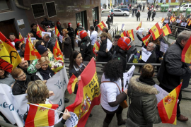 Cientos de representantes de AVT homenajean a las víctimas de ETA y exigen «justicia»