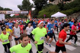 Cerca de 900 deportistas participan  en la carrera popular San Silvestre Juaneda
