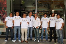 Xino's presenta la vestimenta del equipo veterano de pádel Palma Raquet