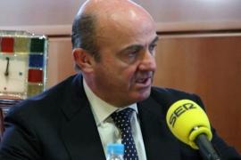 De Guindos dice que la reforma fiscal mantendrá el IVA y rebajará el IRPF
