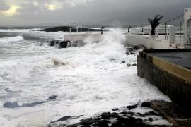 Alerta naranja en Balears por fenómenos costeros y viento