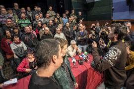 Un periodista pregunta: «Por qué no pedís perdón a las víctimas?»