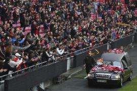 Miles de portugueses despiden a Eusébio en su funeral en Lisboa