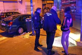 Una menor apuñala en la calle Manacor a una amiga por quitarle el novio