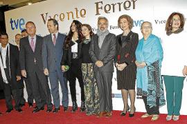Abucheos y vítores a la Reina en el preestreno de la película 'Vicente Ferrer'