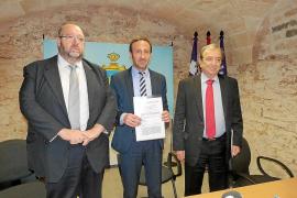 Un acuerdo a tres bandas garantiza el suministro eléctrico a cuatro urbanizaciones de Capdepera