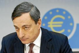 Draghi asegura que el BCE actuará si la inflación agrava su deterioro